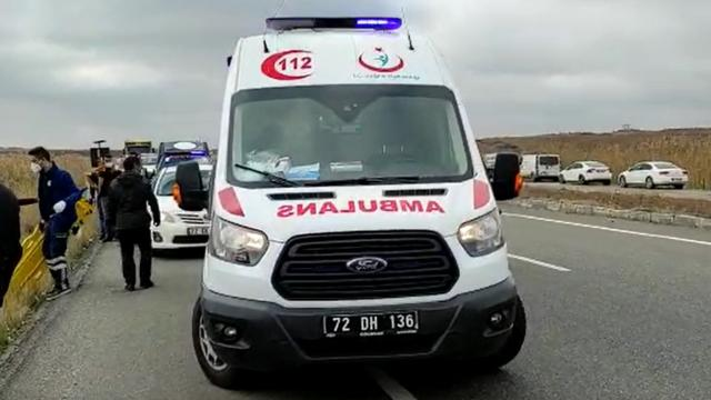 Diyarbakırda ticari araç şarampole yuvarlandı: 1 ölü, 3 yaralı
