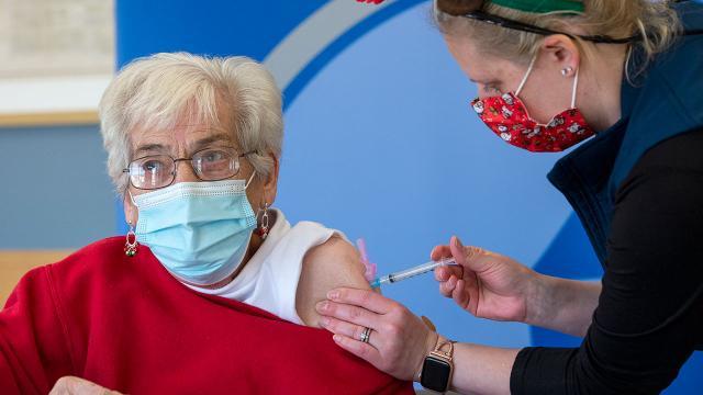 ABDli doktor: Nüfusun yüzde 90ının aşılanması gerekebilir