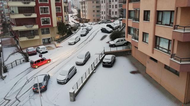 Ankaraya mevsimin ilk karı yağdı