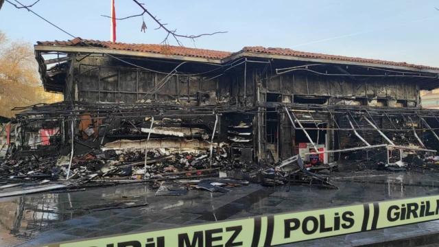 Ankarada çarşı yangını: 10 dükkan kullanılamaz hale geldi