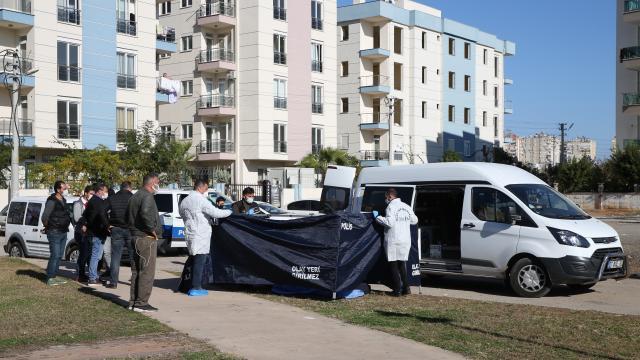 Muratpaşada bir kişi parkta ölü bulundu