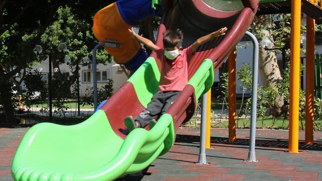 Kocaelide salgınla mücadele kapsamında çocuk oyun parkları kapatıldı