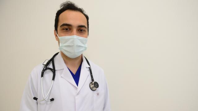 Koronavirüse yakalanan ilk doktorlardan tedbirlere uyalım çağrısı