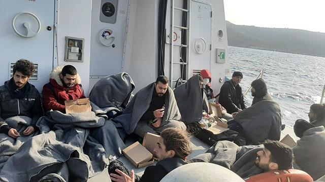 Marmaris açıklarında 12 düzensiz göçmen kurtarıldı