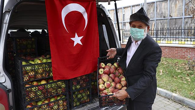 Muhammet Dededen Mehmetçiğe elma sürprizi