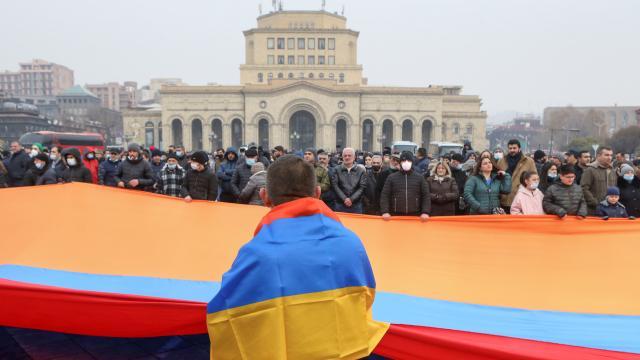 Ermenistanda Paşinyan zorda: Muhalefet süresiz protesto başlattı