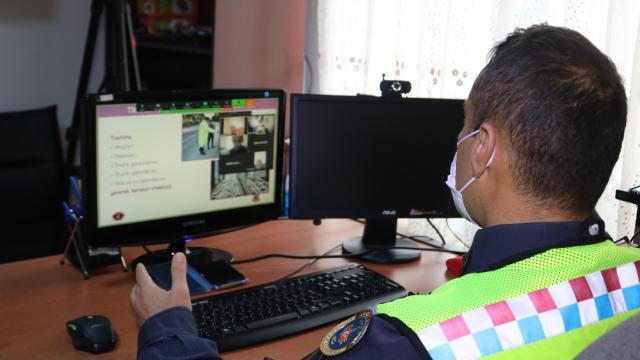 Erzurumda jandarmadan çocuklara uzaktan eğitimle trafik dersi