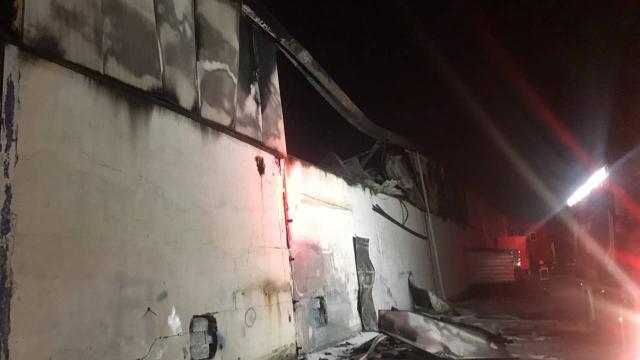 Mobilya fabrikasında çıkan yangın söndürüldü