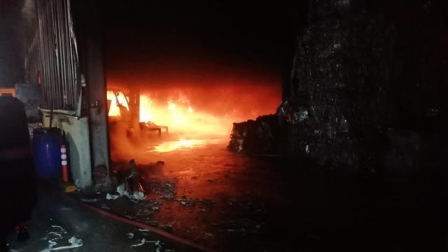 Kocaelinde fabrika yangını