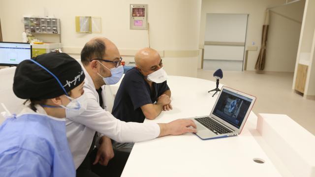 """Acil Servis doktorları AAnın """"Yılın Fotoğrafları"""" oylamasına katıldı"""