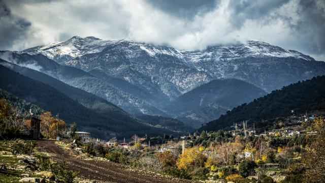 Hatayın yüksek kesimlerine mevsimin ilk karı yağdı