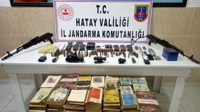 Amanoslarda PKKlı teröristlere ait silah ve yaşam malzemeleri ele geçirildi