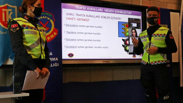 Manisada jandarmadan çocuklara uzaktan trafik dersi