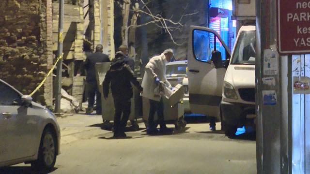 Kadıköyde yanan araçtan 2 kişinin cesedi çıktı
