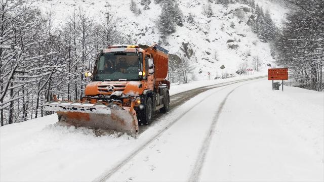 3 ilde 685 köy yolu ulaşıma kapandı