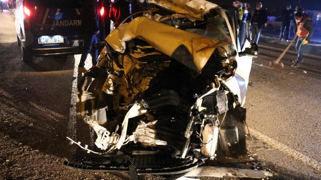 Malatyada otomobil ile kamyon çarpıştı: 3 ölü