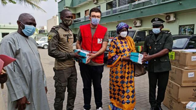 Türk Kızılaydan Senegaldeki cezaevlerine maske ve ateşölçer desteği