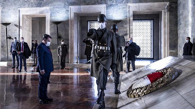 KKTC Başbakanı Saner Anıtkabiri ziyaret etti