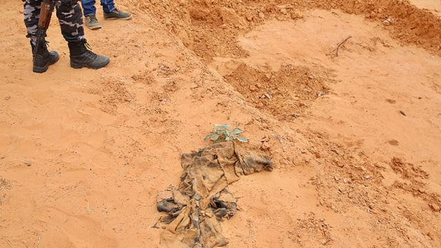Libyada Hafter güçlerinden kurtarılan bölgede yeni toplu mezarlar bulundu