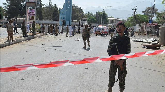 Pakistanda zincirleme kazaya 20 araç karıştı: 3 ölü, 30 yaralı