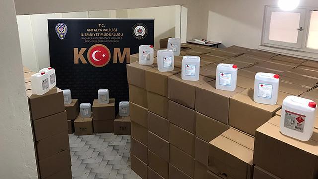 Antalyada 15,5 ton sahte alkol ele geçirildi