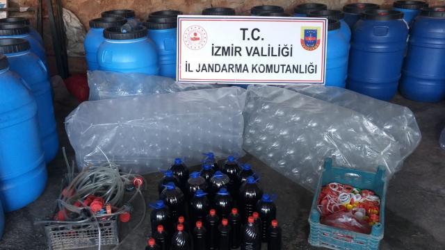 İzmirde 11 bin 200 litre sahte içki yakalandı