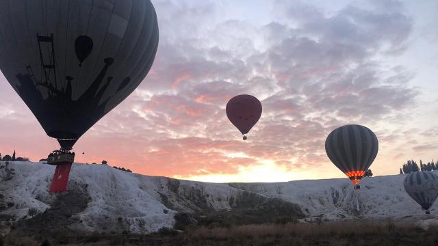 Denizlide kısıtlamada turistlere sıcak hava balon turu izni
