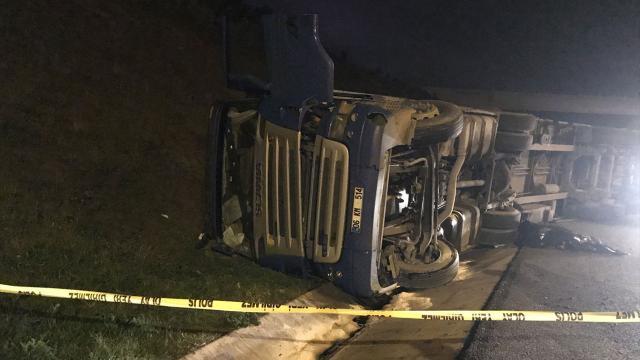 Beykozda tır devrildi, sürücü hayatını kaybetti