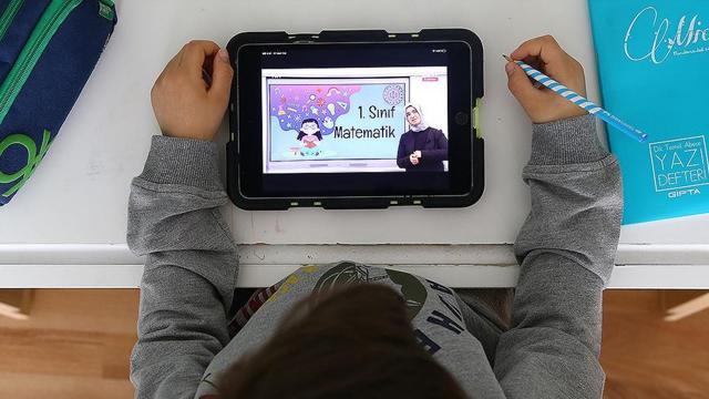 MEBin uzaktan eğitime tablet desteği sürüyor