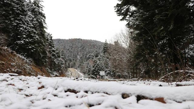 Yedigöller yolu kar ve buzlanma nedeniyle ulaşıma kapatıldı