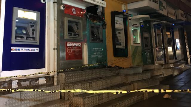 Esenyurtta ATMlerde çıkan yangın söndürüldü