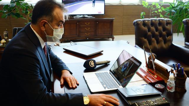 """Bitlis Valisi Oktay Çağatay AAnın """"Yılın Fotoğrafları"""" oylamasına katıldı"""
