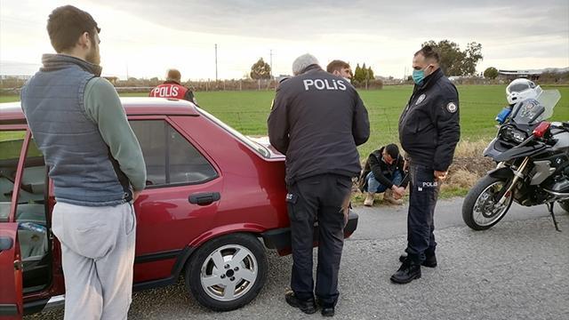 Kısıtlamayı ihlal eden 4 kişi kovalamaca sonucu yakalandı