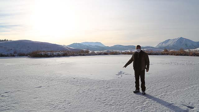 Erzurumda Dipsiz Gölün yüzeyi buz tuttu