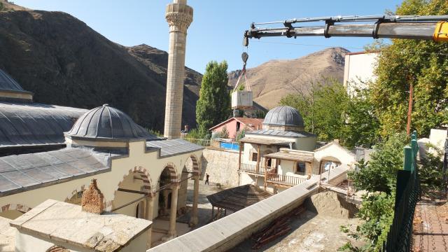 Elazığdaki 226 yıllık camide sıvayla kapatılan duvar motifleri gün yüzüne çıkarıldı