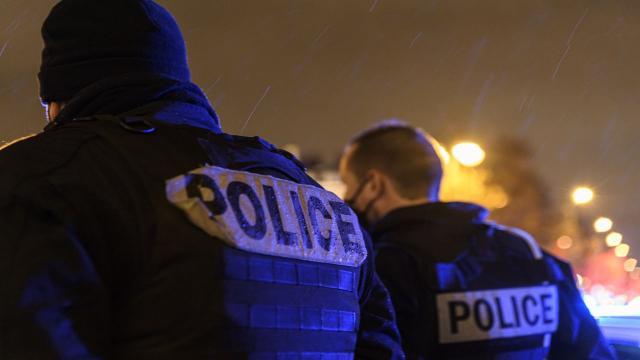 Fransada polise bıçaklı saldırı