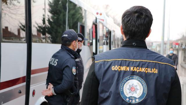 Bir minibüsten 23 düzensiz göçmen çıktı