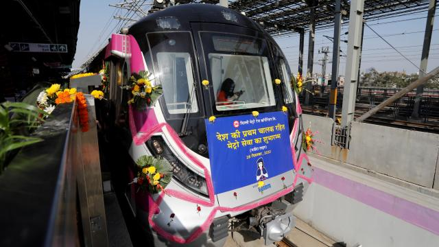 Hindistanda ilk sürücüsüz metro hattı açıldı