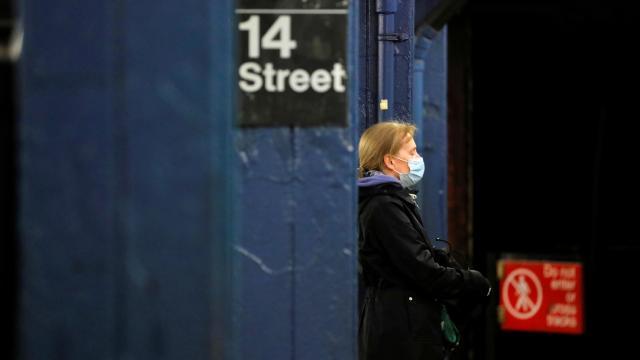 İngilterede metro ve tren istasyonları boş kaldı
