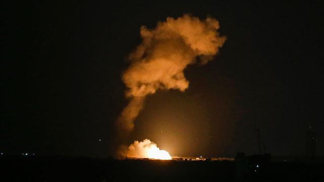 İsrail Gazzede Hamasa ait noktaları vurdu