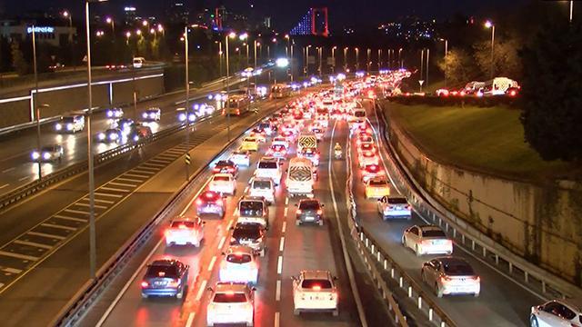 56 saatlik kısıtlamanın ardından İstanbulda trafik yoğunluğu