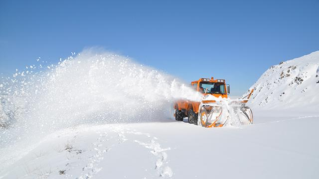 Yoğun kar yağışı 41 yolu ulaşıma kapadı