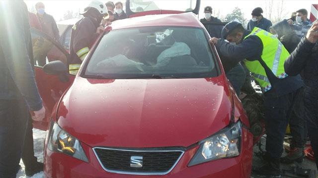 Erzurumda hafif ticari araçla otomobil çarpıştı: 6 yaralı