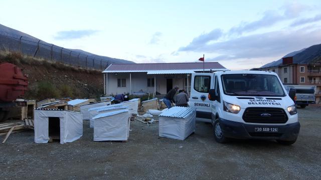 Şemdinli Belediyesi sokak hayvanları için 150 kulübe yaptı
