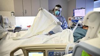 Mısır'da 3 doktor daha koronavirüs nedeniyle hayatını kaybetti