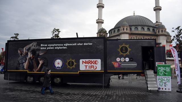İstanbulda kurulan Narko tırda uyuşturucunun zararları anlatılıyor