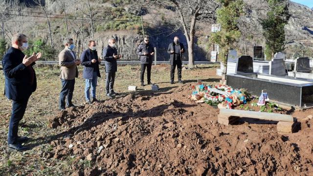 Ahmet Ağaoğlu Özkan Sümerin mezarını ziyaret etti