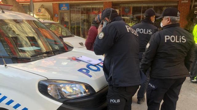 Sokak kısıtlamasını ihlal edip kavga edenlere para cezası
