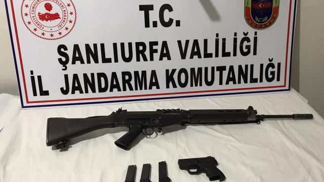 Şanlıurfada silah kaçakçılığı ve uyuşturucu operasyonlarında yakalanan 5 zanlı tutuklandı