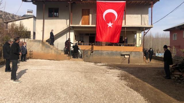 Şemdinlide çığ düşmesi sonucu şehit olan sözleşmeli er Özdemirin ailesine acı haber verildi